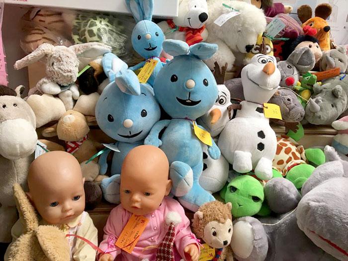 Puppen und Kuscheltiere